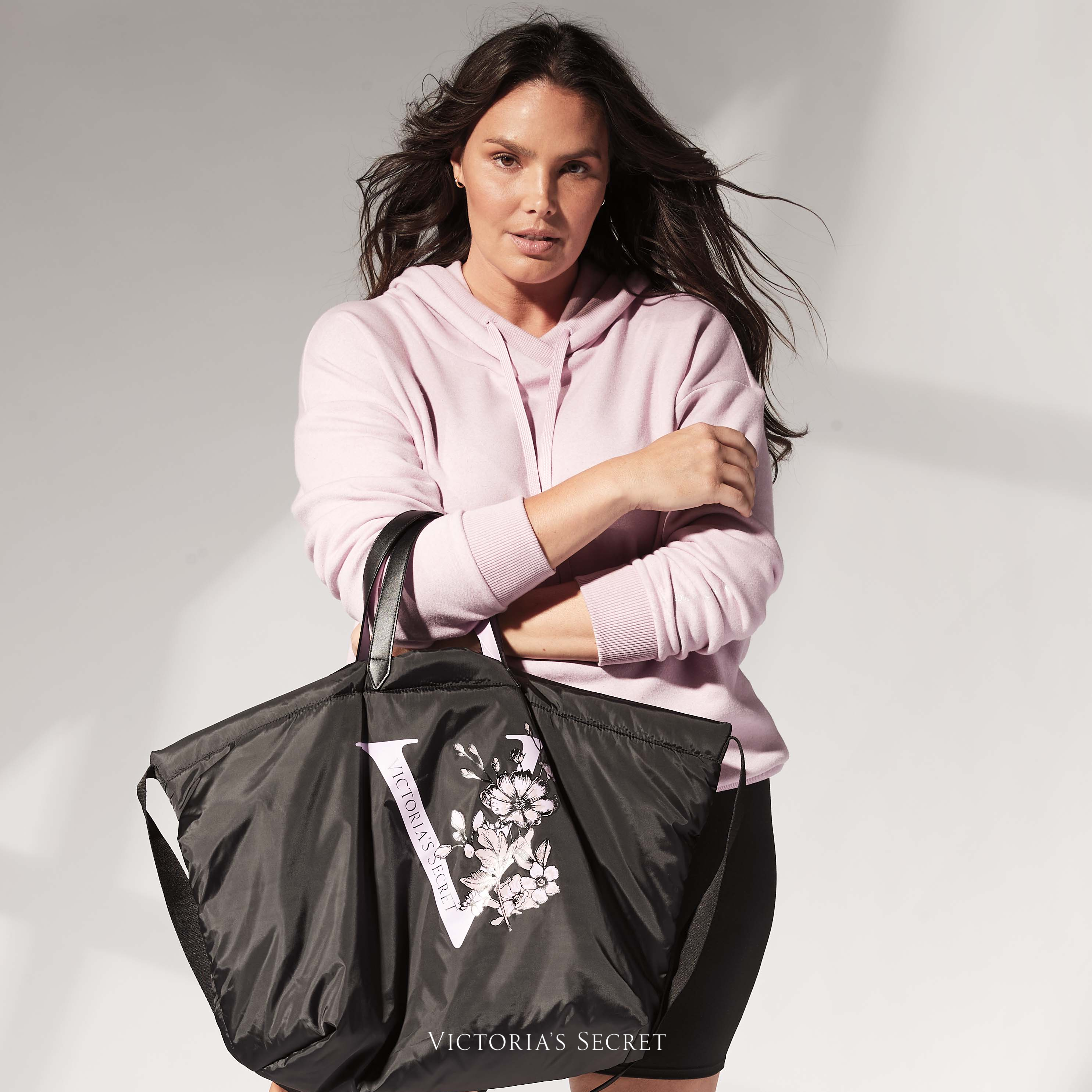 Free Tote Bag with Purchase of AED 350